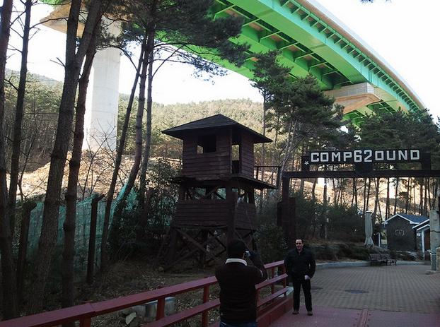 Taman samping museum penjara Geoje (flickr.com)