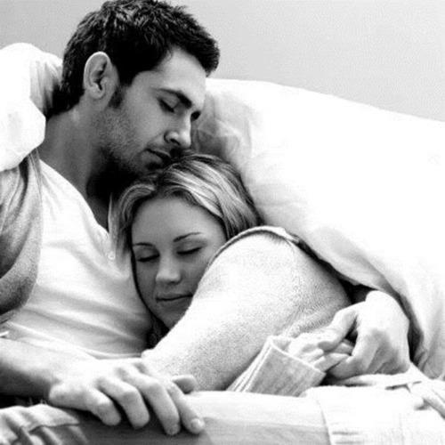 tertidur di pelukan pasangan (mfammar.com)