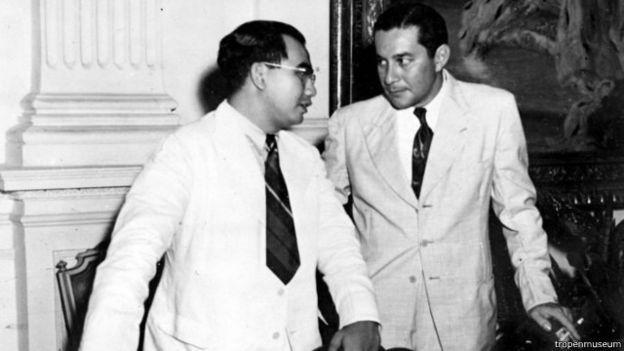 Sultan Hamid II (kanan) saat mengadakan Konferensi Meja Bundar (Berita24h)