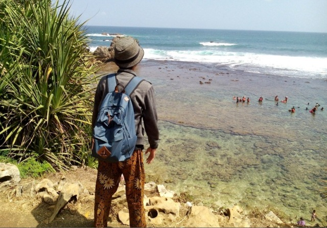 Pemandangan Pantai Nglambor