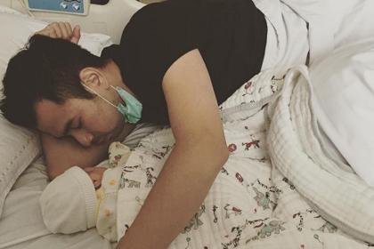 Raffi Ahmad Tidur dengan Anaknya (kapanlagi)