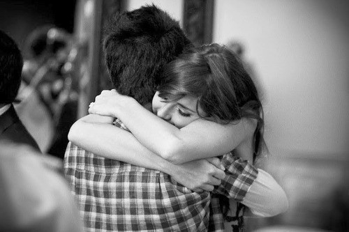 Dipeluk pasangan ketika pulang kerja (anoptimistic)
