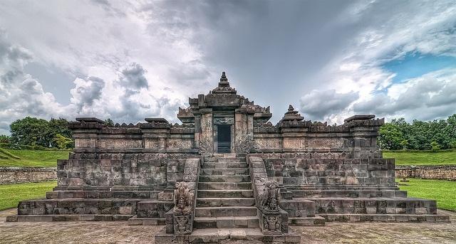 8candi-sambisari-temple
