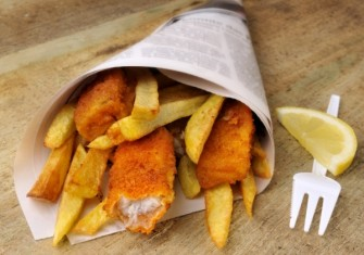 Fish and chips yang dijual di food truck london (www.puretravel.com)
