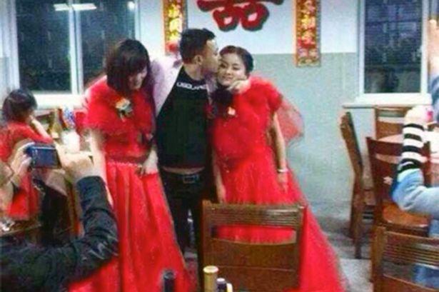 "Cium seorang wanita, Pria di Dongguan yang diwawancarai bahkan mengatakan, ""Di sini lebih mudah cari perempuan dibandingakan pekerjaan."""