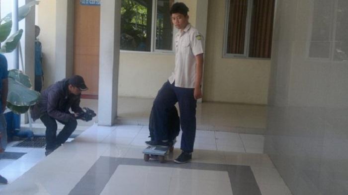 Keren, Tas Temuan Siswa SMA Sidoarjo Ini Bisa Berubah Jadi Skateboard