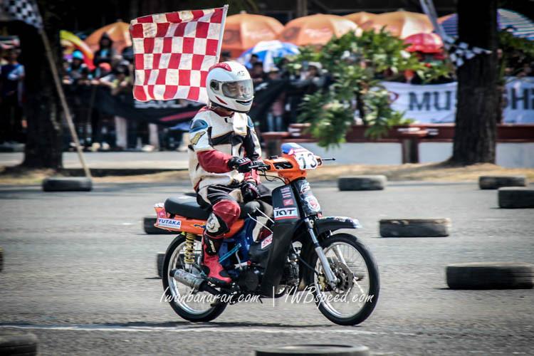Meski Pakai Motor Jadul, Pembalap Remaja Ini Juara