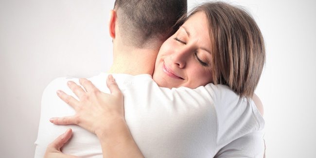 Pelukan hangat dengan pacar (vemale)