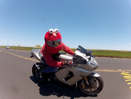 Cover helm tokoh Sesame Street (Enoanderson)