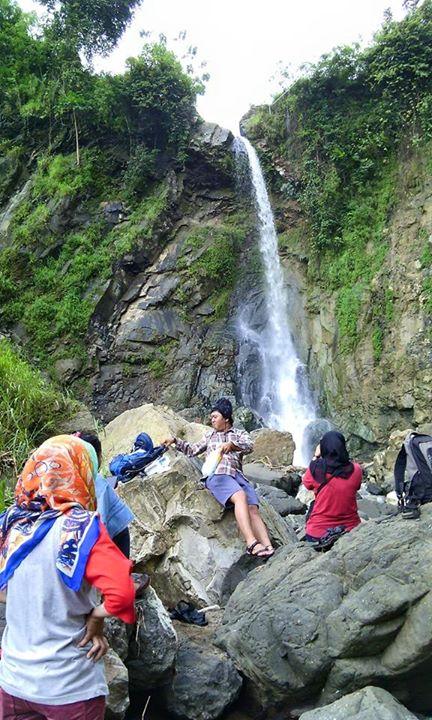 Curug Cipeureus Desa Sukamenak Kecamatan Bantarujeg