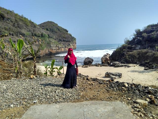 Asrinya Pantai Mbutuh tanpa sampah