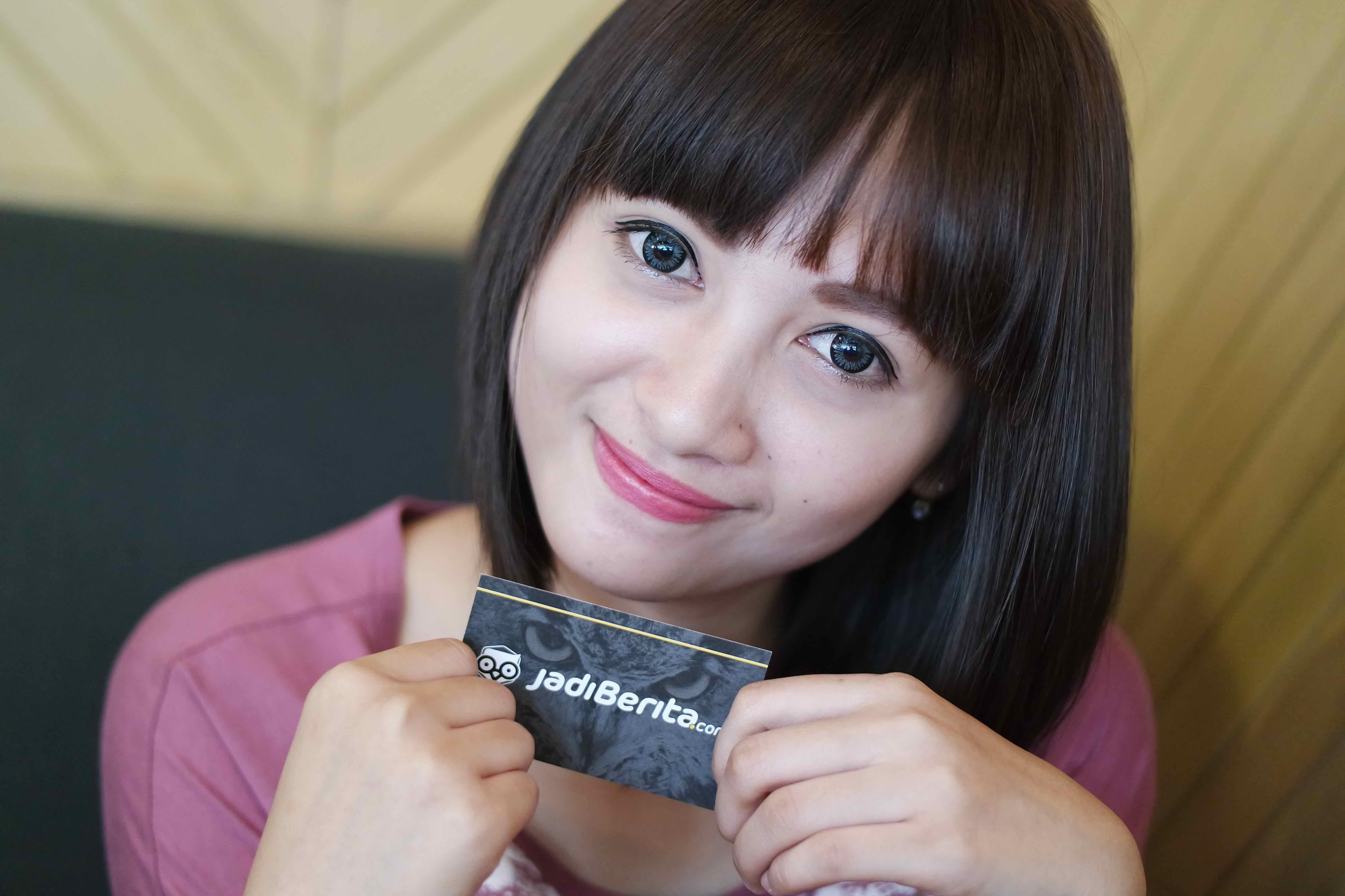 Lebih Dekat dengan Siti Rohmah, si Kasir Mini Market Penyuka Selfie