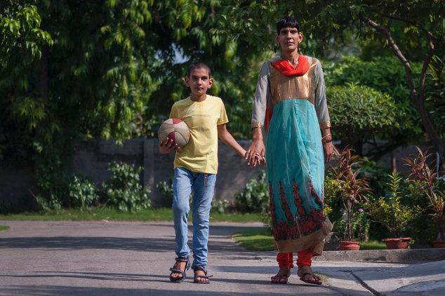 Karan Singh dan ibunya (Mirror)