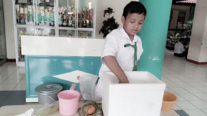 Hebat, Siswa SD Semarang Bikin Kulkas Tanpa Listrik