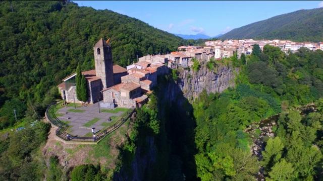 Kota Castellfollit de la Roca (www.castellfollitdelaroca.org)