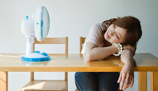 Awas! 5 Bahaya Tidur Pakai Kipas Angin