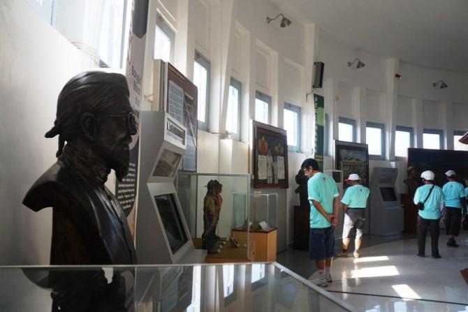 berkunjung ke museum (infowisata)