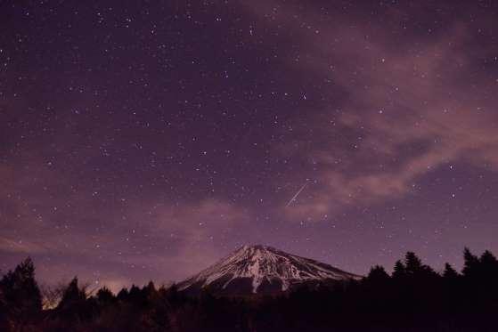 Ilustrasi hujan meteor (Getty Images)