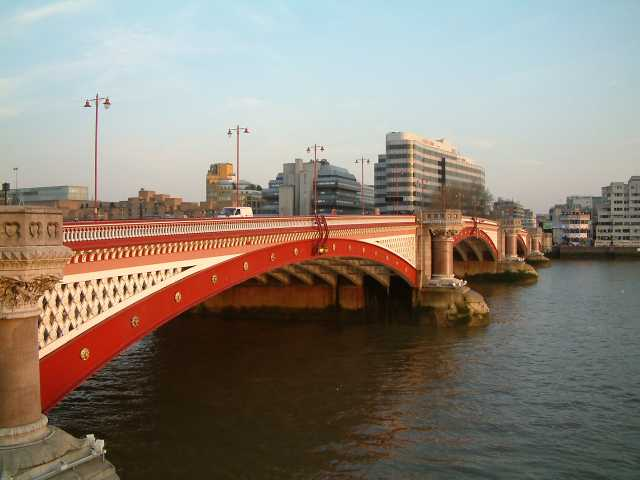 Blackfriars Bridge (en.wikipedia.org)
