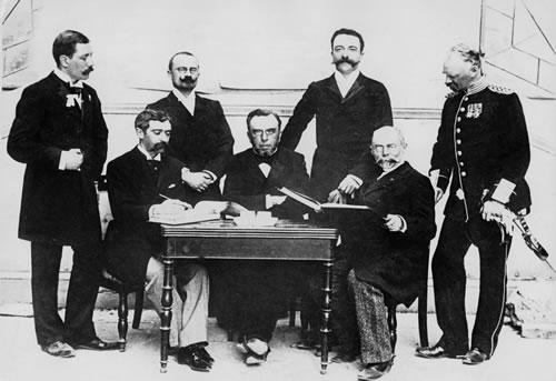 Ferenc Kemeny (Kedua dari kanan) (olympia-ausstellung)
