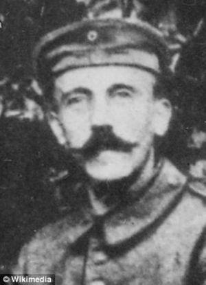 Hitler saat masih menjadi kopral (Wikimedia)