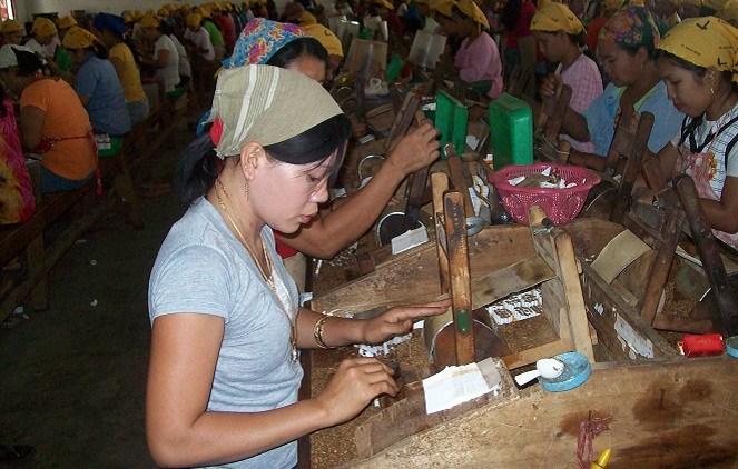 Pekerja wanita (Wyuliandari)
