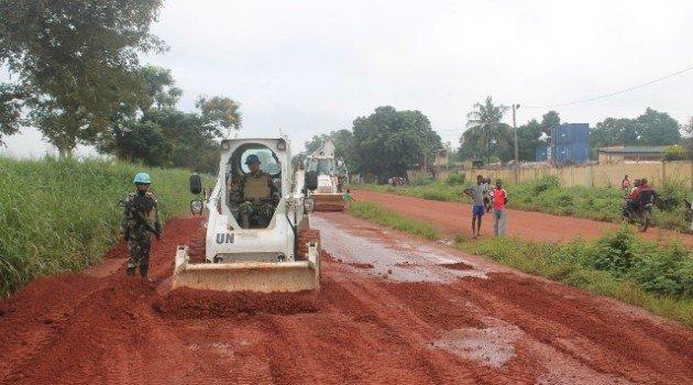 Perbaiki jalan (Liputan6)