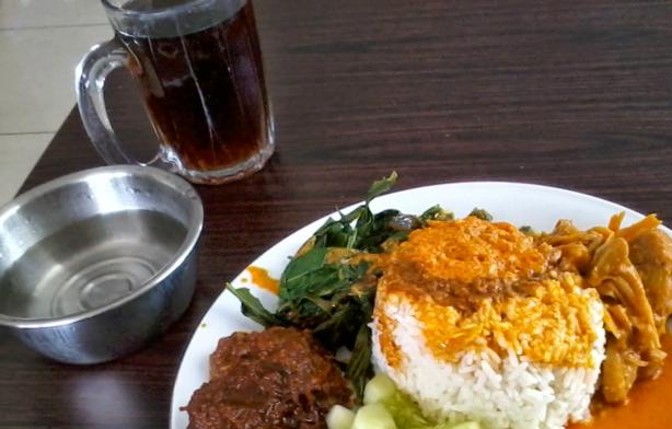 Es Manis dan Nasi Padang Lengkap (esbuloh.com)