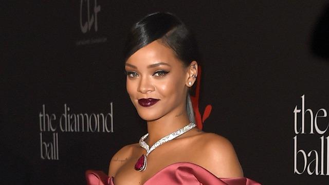 Rihanna (Etonline)