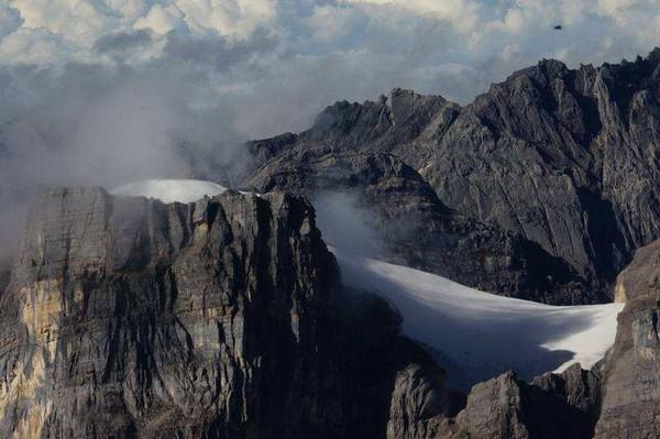 Salju di puncak Jayawijaya (Detik)
