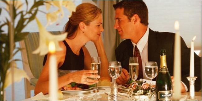 Dinner Bersama Pasangan (http://thinkstockphotos.com/)