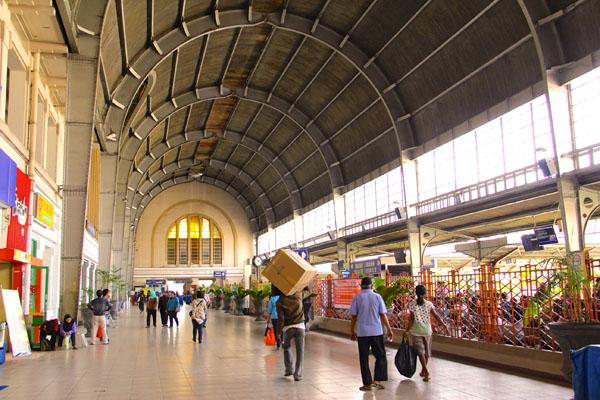 Bagian Dalam Stasiun Jakarta Kota (oldlook.indonesia.travel)
