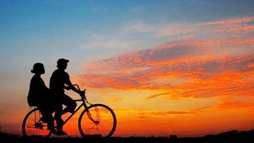 Ilustrasi naik sepeda bareng (blogspot)