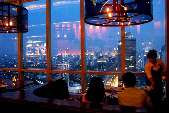 Restoran dengan Penerangan yang Redup (www.qraved.com)