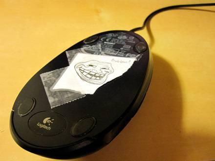 Mouse ditempel kertas (IDNTimes)