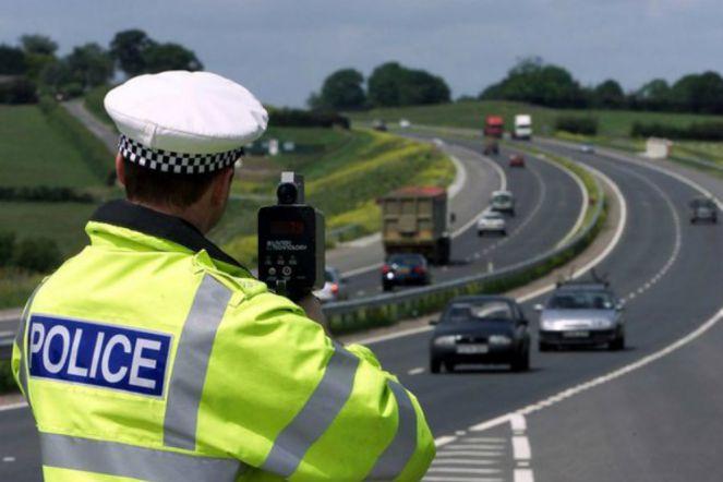 Polisi pakai Speed Gun (Telegraph)