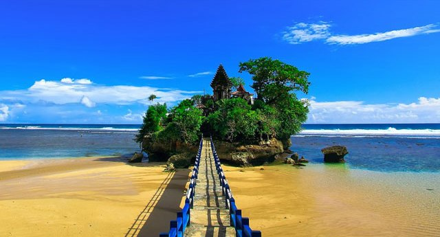 Pantai Balekambang Malang [www.telusurindonesia.com]