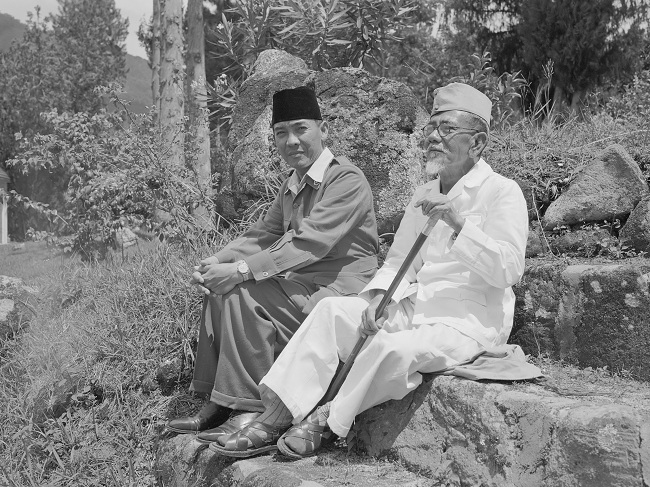 Sukarno bersama Agus Salim (Wikimedia)