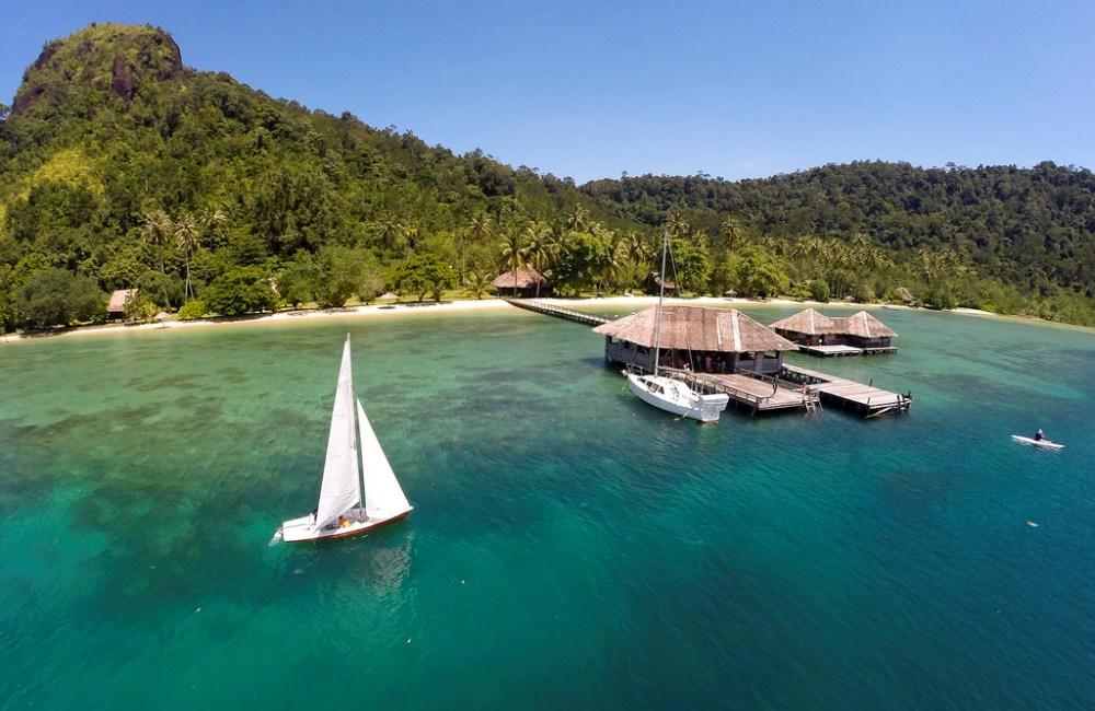 Panorama resort dari tengah laut. Photo by www.cubadak-paradisovillage.com