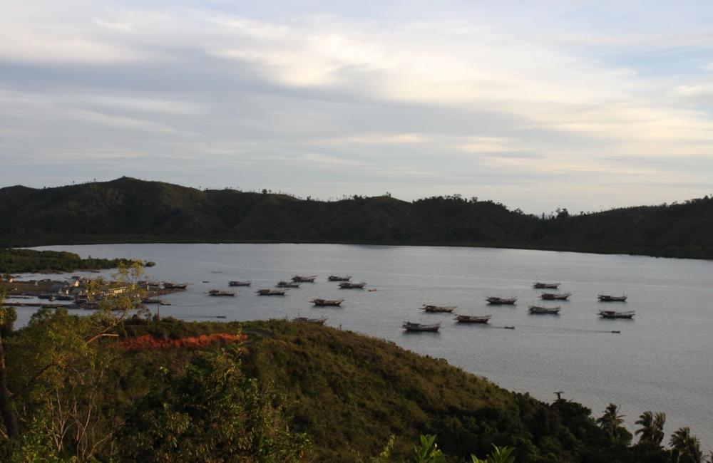 Kapal-kapal di Dermaga Carocok dan Teluk Tarusan. Photo by Adela Eka Putra Marza