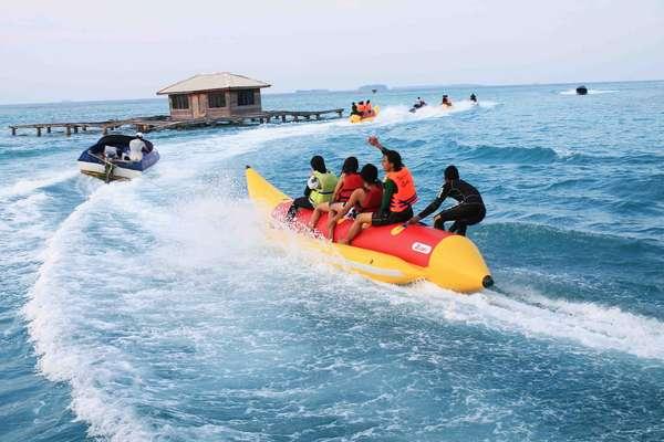 Banana Boat Pulau Bidadari (severnpixel.com)