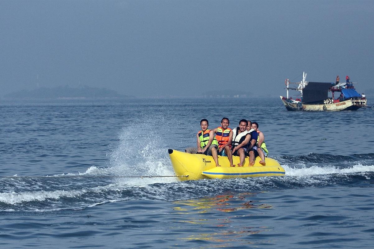 5 Spot Wisata dengan Banana Boat Paling Seru di Indonesia