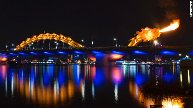 Dragon Bridge (CNN)