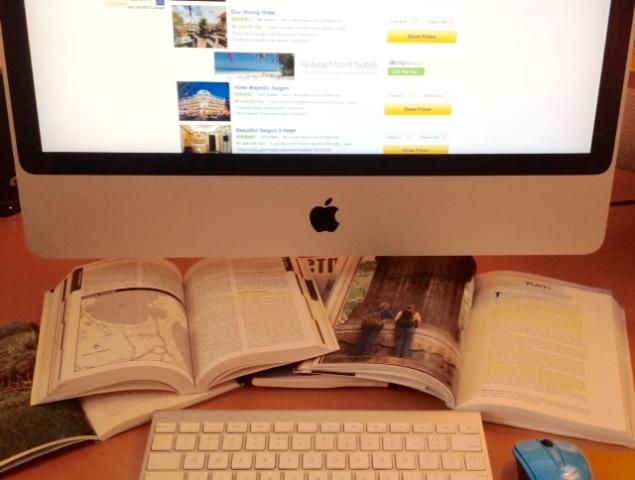 Merencanakan liburan lewat internet (www.pitchtravelwrite.com)