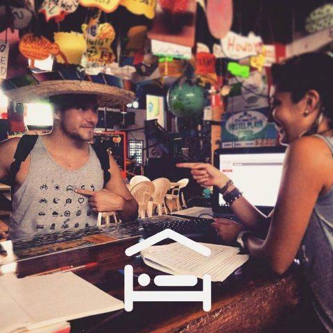 Kaos icon speak buat traveler (unilad.uk)