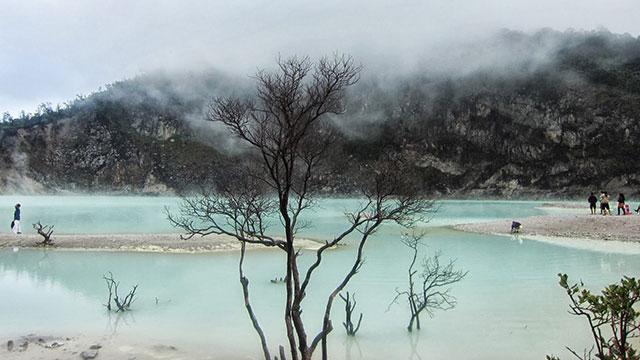 Kawah Putih (wisatanesia.co)