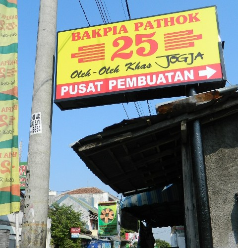 Nomor bakpia menunjukkan nomer rumah produsen (laraswati.com)