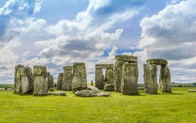 Stonehenge (img1.rebuzz.us)