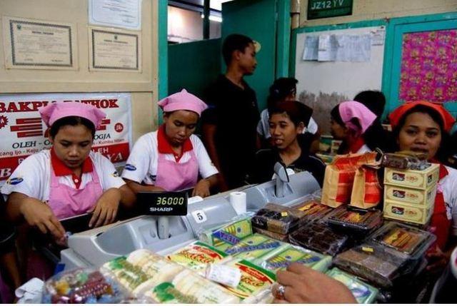 Suasana di salah satu gerai bakpia di Kampung Pathuk (nationalgeographic.co.id)