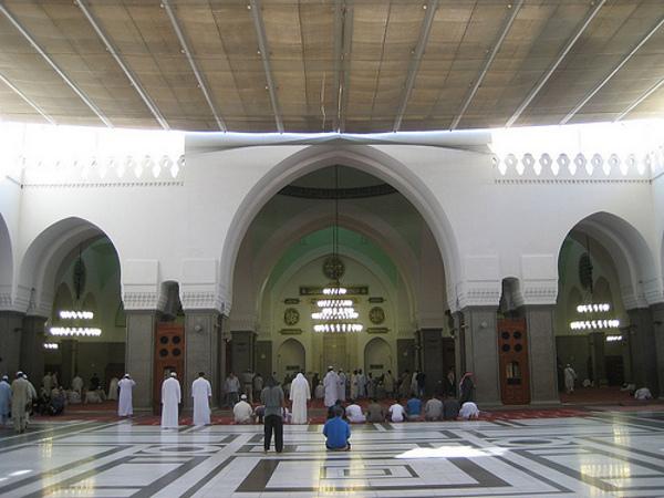 Bagian dalam Masjid Quba (Detik)